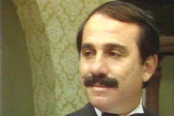 هل تتذكرون الفنان محمود الحديني؟.. تعرفوا على زوجته الممثلة الشهيرة التي ابتعدت عن الفن بسببه!