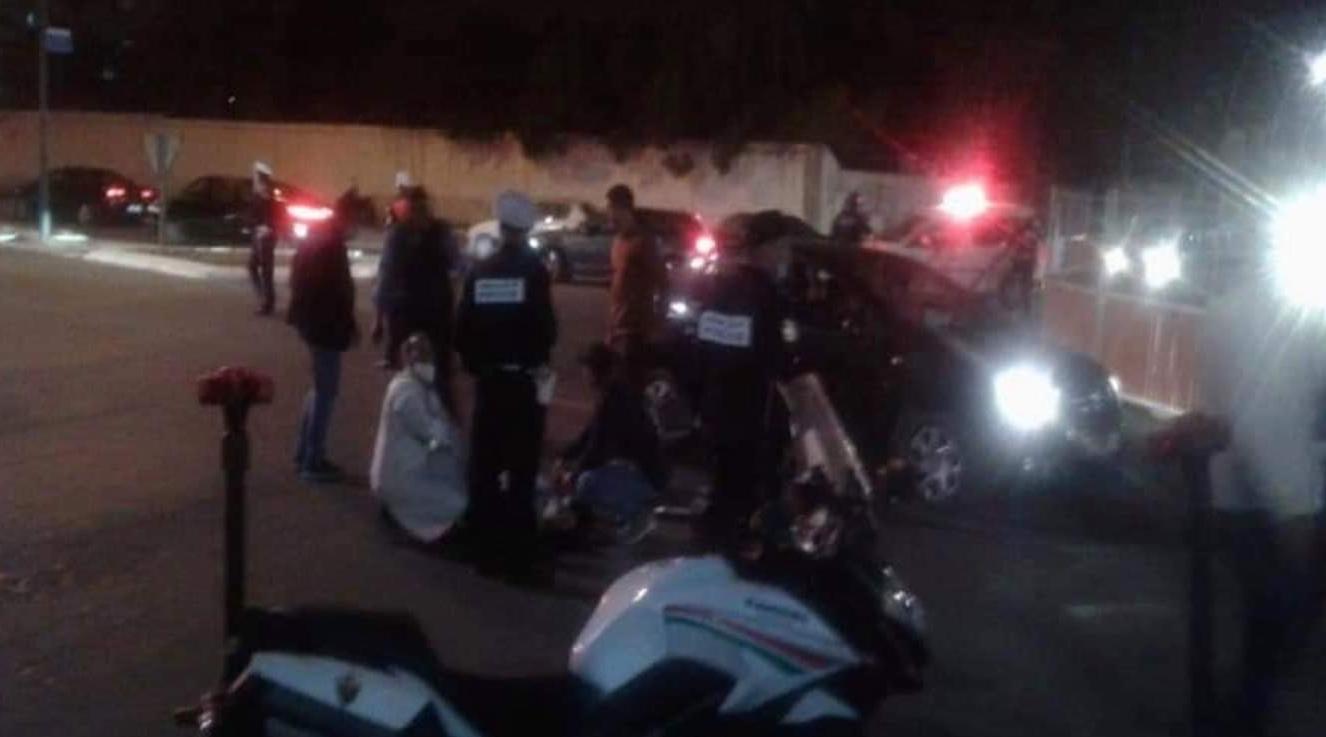 """توقيف قاصر اعتدى على شرطي بساطور في اكادير و""""البسيج"""" يتدخل على الخط"""