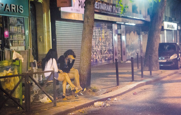 تفكك شبكة تحتجز مغربيات وتجبرهن على ممارسة الدعارة لـ 14 ساعة يوميا