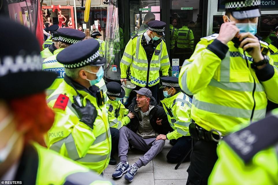 بريطانيا..اعتقال