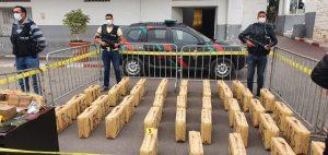 أكادير.. توقيف سائق شاحنة وابنه يشتبه تورطهما في تهريب طن و40 كيلوغراما من مخدر الشيرا