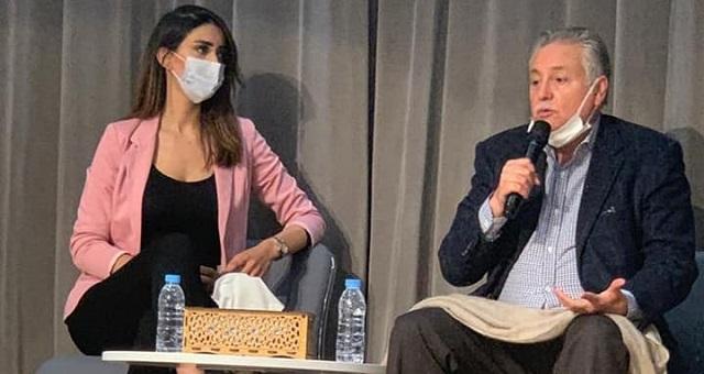 نبيل بن عبد الله يستعين بعارضة أزياء