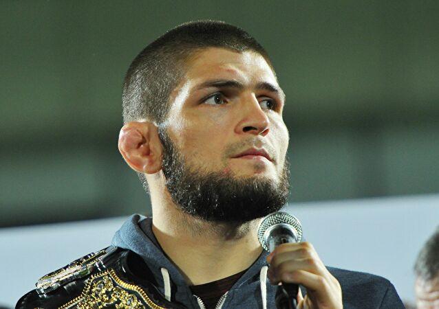 """البطل """"حبيب محمدوف"""" يعلق على خسارة المغربي """"أبو زعيتر"""" بالضربة القاضية"""