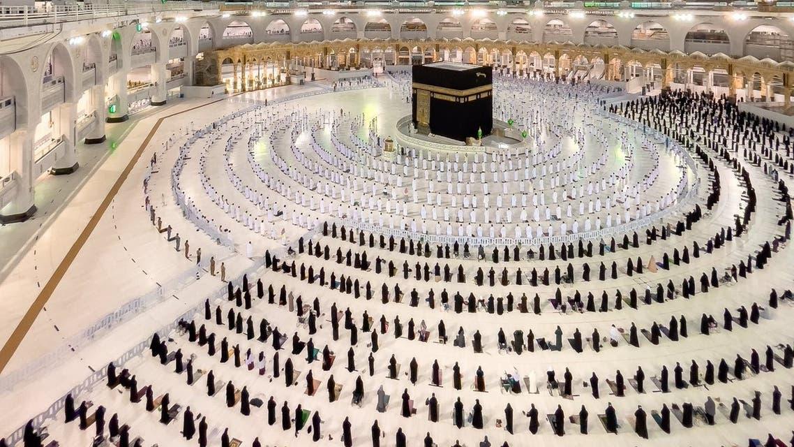 صورة للمصلين بالمسجد الحرام