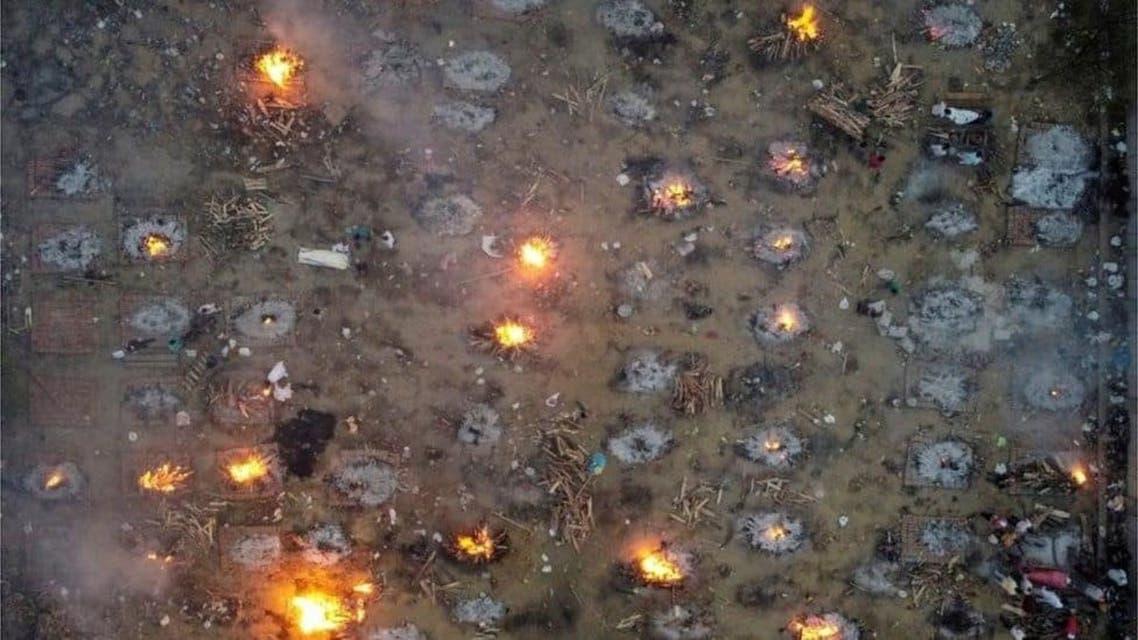 صور مروعة بالهند.. طوابير طويلة لحرق جثث ضحايا الوباء
