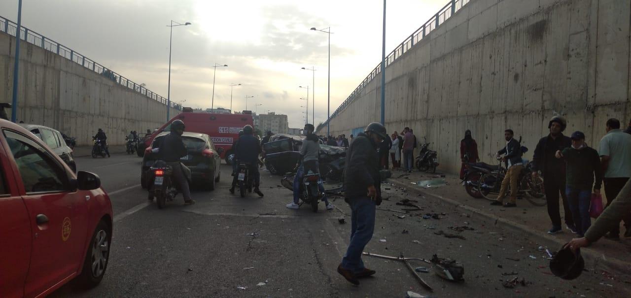مصرع شخص واصابة آخرين في حادث اصطدام 5 سيارات بالدار البيضاء