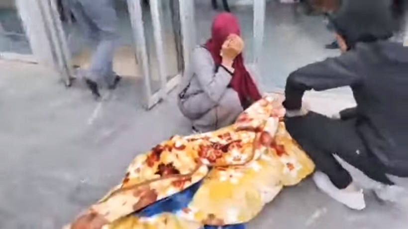 مستشفى عمومي بخنيفرة يرفض استقبال فتاة مريضة ومغمى عنها ووالدتها تصرخ وتبكي خوفا عليها