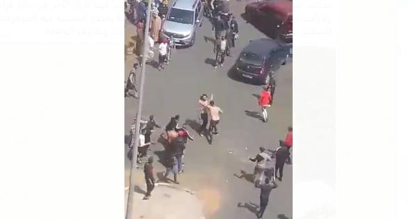 خطير و بالفيديو.. مشاجرة عنيفة بالسيوف بالشارع العام بالدار البيضاء