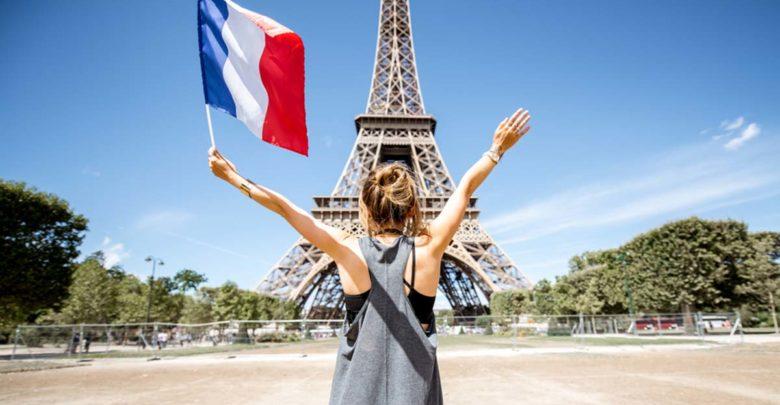 فرنسا تعتزم تسوية وضعية المهاجرين غير الشرعيين وهذه شروط الحصول على الإقامة