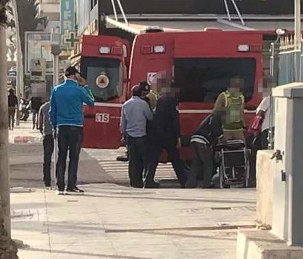 سائح يسقط في حفرة بالشارع العام ونقله إلى المستشفى بأكادير