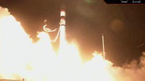 صاروخ أمريكي يضل طريقة ويرعب العالم من جديد بعد الصاروخ الصيني..!!