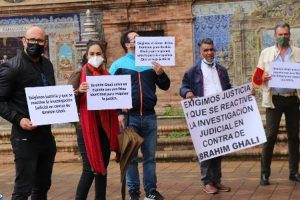 """ضحايا الأعمال الإجرامية لزعيم انفصاليي """"البوليساريو"""" يتظاهرون أمام المستشفى"""