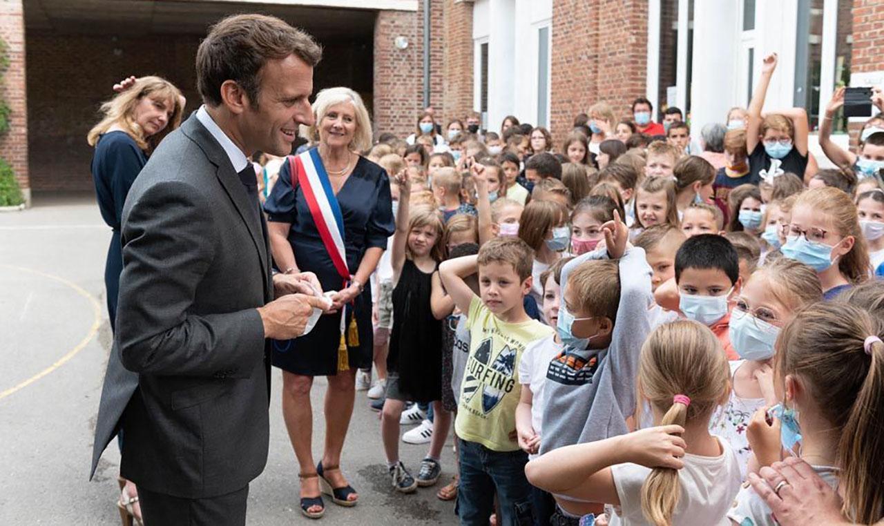 طفل فرنسي يحرج الرئيس ماكرون: واش أنت بخير من بعد التصرفيقة (فيديو)