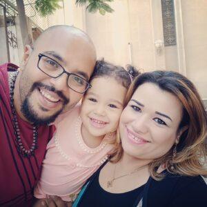 """مدرسة ترفض تسجيل طفلة بسبب شكل شعرها ومصريون ينتفضون """"لا للتنمر"""""""