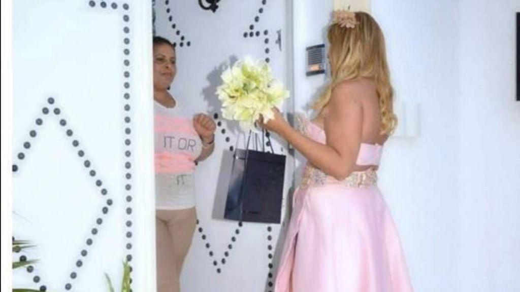 تونسية تذهب لمنزل حبيبها لتطلب يده من عائلته!