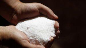 رش الملح في البيت